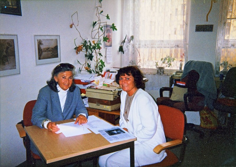 The beginnings of cooperation between Hana Greenfield (left) and the education department of the Terezín Memorial, then led by Ms. Ludmila Chládková