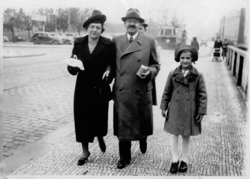 Eva with her parents, Prague 1937, private archive of Evelina Merová