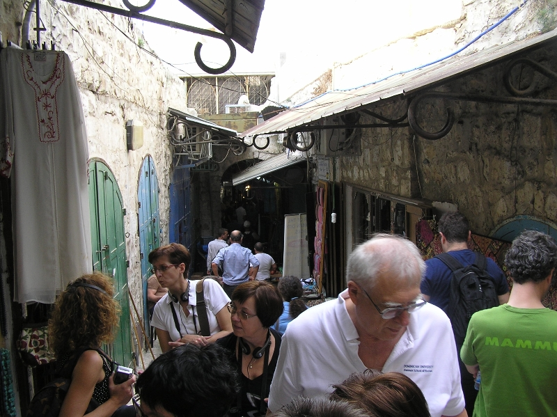 Účastníci semináře v ulicích Starého města v Jeruzalémě
