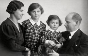 Dagmar as a five-year-old girl with her younger sister and parents, 1934. Private archive of Dagmar Lieblova.