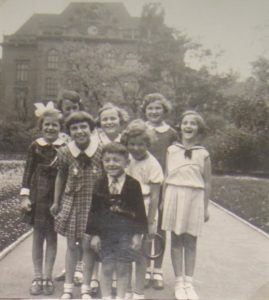 Eva with her classmates from a Karlín school (second right), first half of the 20th century, Eva Štichová´s private archive.