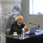 Piotr Setkiewicz, vedoucí výzkumného oddělení, při přednášce během semináře, říjen 2013